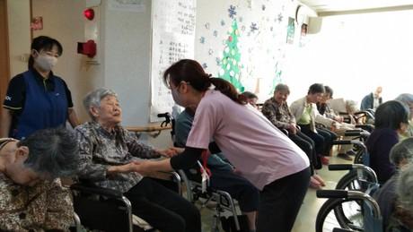<ALSOKの介護>介護福祉士の経験とスキルを活かし、キャリアを積んでリーダー・ホーム長を目指そう!